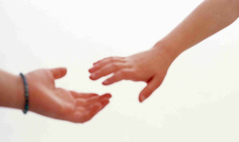 wpid-hands_reaching_together1